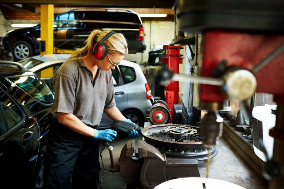 The Independent Auto Repair Shop — Automotive Repair Industry News